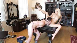 Stepsister gifts a blowjob to stepbrother and gets excellent incest cunnilingus back