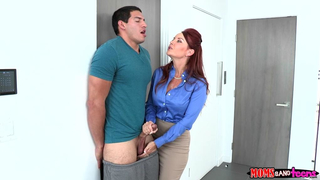 MILF with red hair and daughter worship common cock in incest porn video