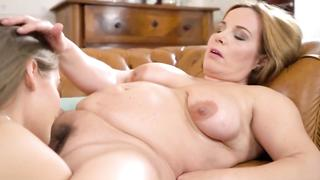 Natural daughter licks mom lesbian box and loves returning the favor
