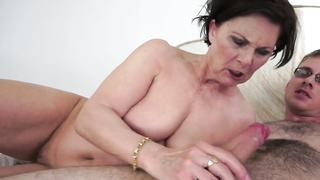 Chubby grandma creampied by stiff cock in missionary