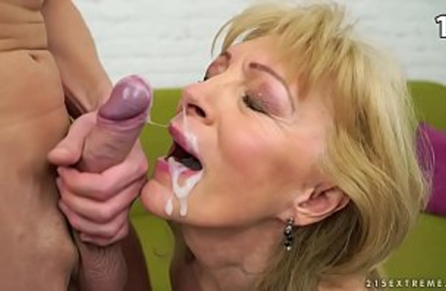 Incest  cumshots : Horny grandma make her grandson cum inside her mouth