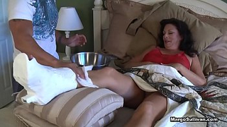 Mom wants to continue yesterday's unfinished story - Mom breaks her foot