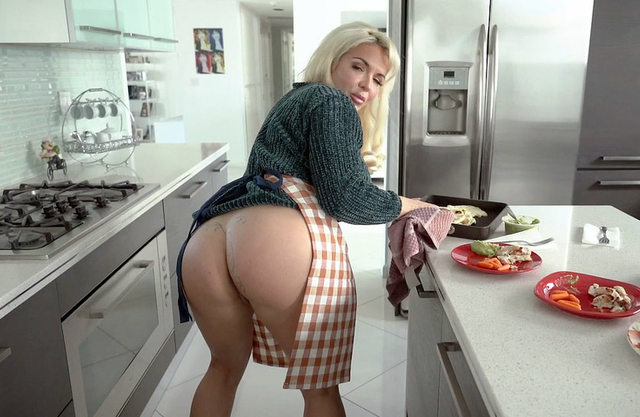 Can you handle Mommy's big ass? - Real Incest