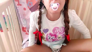 The daddy's lil girl has learned to suck! Daughter blows her dad